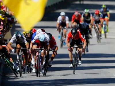 Petra Sagana po kolízii s Markom Cavendishom diskvalifikovali z Tour de France