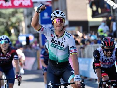 Peter Sagan oslavuje triumf v desiatej etape na Gire