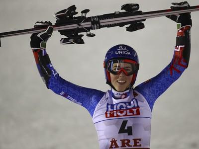 Petra Vlhová oslavuje triumf v obrovskom slalome