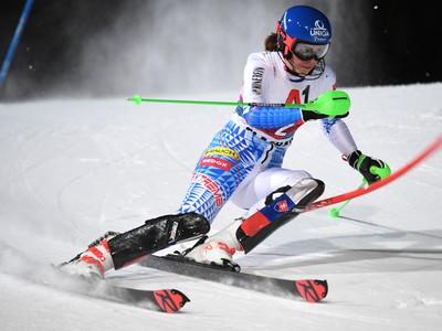 Na snímke slovenská lyžiarka Petra Vlhová na trati počas 1. kola nočného slalomu Svetového pohára žien v rakúskom Flachau