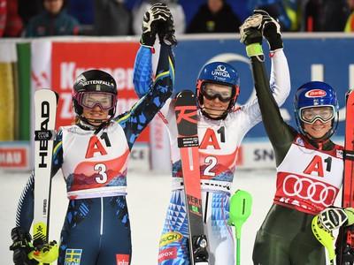 Slovenská lyžiarka Petra Vlhová sa teší v cieli z víťazstva v nočnom slalome Svetového pohára žien v rakúskom Flachau. Druhá skončila Švédka Anna Swennová-Larssonová a tretia Američanka Mikaela Shiffrinová