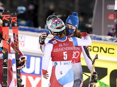 Petra Vlhová, Katharina Liensbergerová a Michelle Gisinová