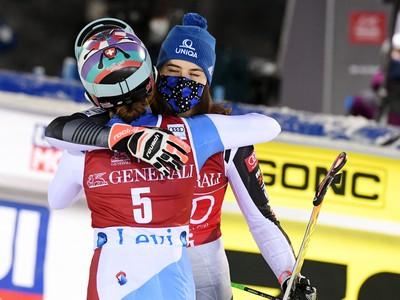 Petra Vlhová a Michelle Gisinová