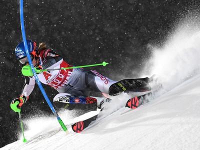 Slovenská lyžiarka Petra Vlhová na trati počas 1. kola nočného slalomu Svetového pohára žien v rakúskom Flachau
