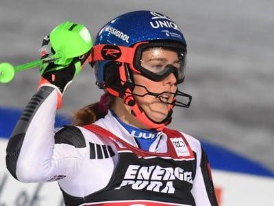Slovenská lyžiarka Petra Vlhová sa teší v cieli zo svojho víťazstva v slalome v Záhrebe