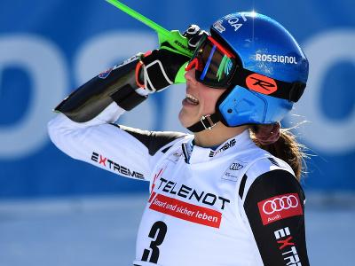 Slovenská lyžiarka Petra Vlhová sa teší v cieli