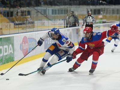 Vľavo hráč Slovenska Dalibor