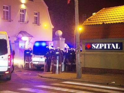 V Poľsku naďalej pokračujú