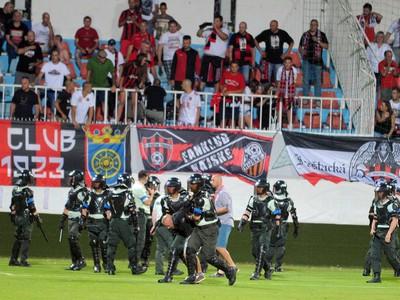 Zásah polície proti fanúšikom