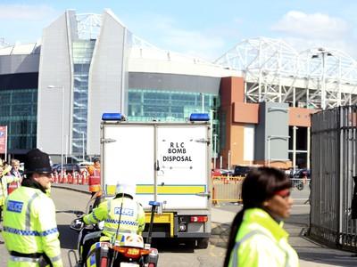 Na Old Trafford evakuovali dve tribúny, zápas zrušili