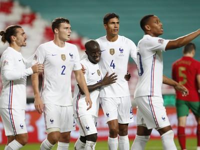 N'Golo Kanté a jeho gólové oslavy so spoluhráčmi