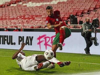 Paul Pogba a Bruno Fernandes
