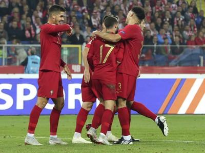 Hráči Portugalska sa tešia po góle