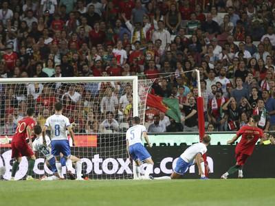 André Silva dáva vedúci gól Portugalska