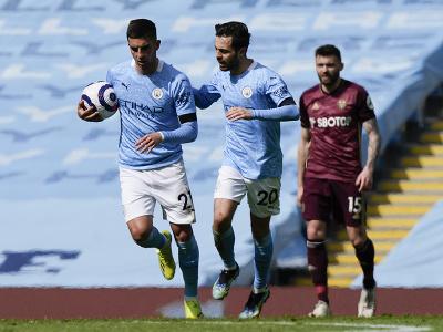 Ferran Torres a Bernardo Silva oslavujú gól Manchestru City