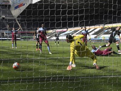 Jonjo Shelvey dáva gól