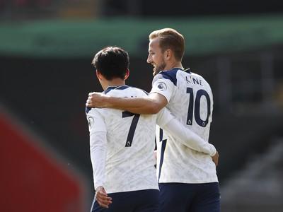 Son Heung-min a Harry Kane oslavujú gól