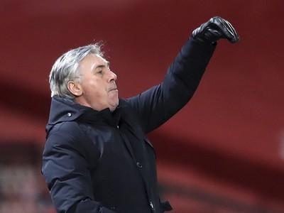 Tréner Evertonu Carlo Ancelotti