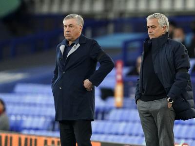 Tréner Evertonu Carlo Ancelotti (vľavo) a tréner Tottenhamu José Mourinho