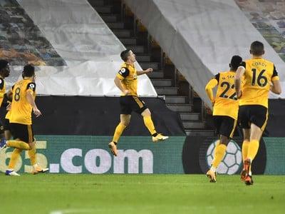 Daniel Podence oslavuje gól do siete Chelsea