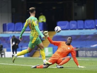 Callum Robinson strieľa gól do siete Chelsea