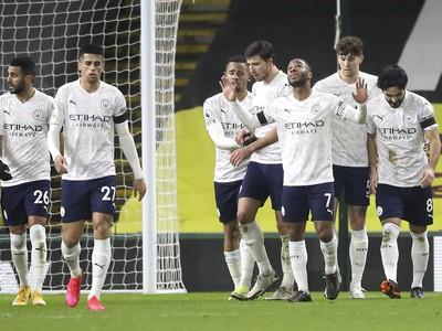 Futbalisti Manchestru City oslavujú