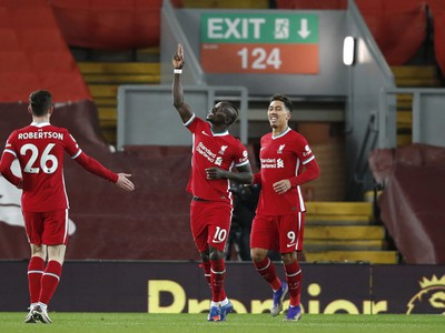 Hráči Liverpoolu sa radujú z gólu