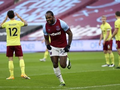 Michail Antonio oslavuje gól do siete Burnley