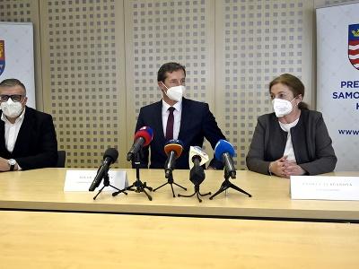 Zľava prezident Slovenského futbalového