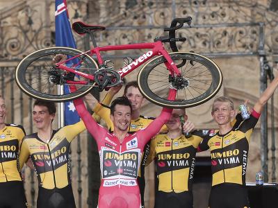 Roglič triumfoval na Vuelte tretíkrát v rade