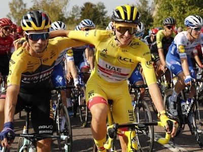 Slovinskí cyklisti, vľavo Primož Roglič, ktorý prišiel o prvenstvo a  vpravo slovinský cyklista Tadej Pogačar v žltom drese