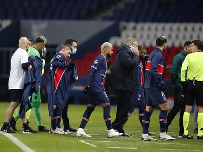 Futbalisti PSG opúšťajú hraciu