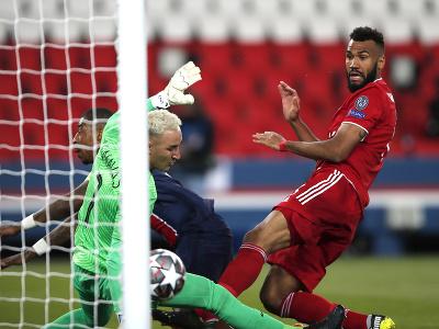 Eric Maxim Choupo-Moting strieľa vedúci gól Bayernu
