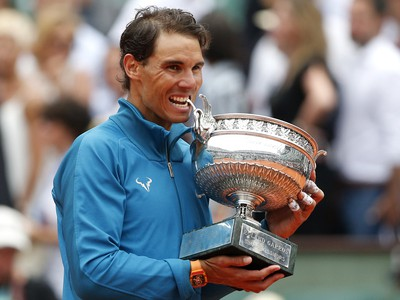 Rafael Nadal s trofejou Roland Garros