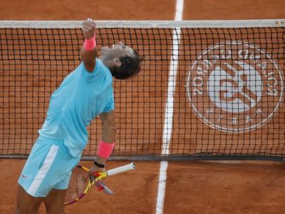 Španielsky tenista Rafael Nadal sa teší po víťazstve nad Argentínčanom Diegom Schwartzmanom