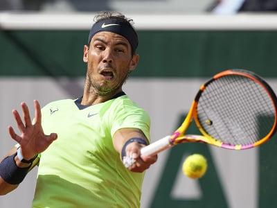 Španiesky tenista Rafael Nadal odvracia loptičku Britovi Cameronovi Norriemu