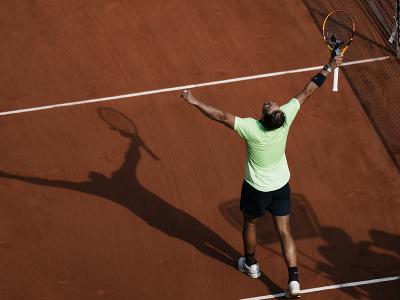 Rafael Nadal oslavuje víťazstvo v štvrťfinále