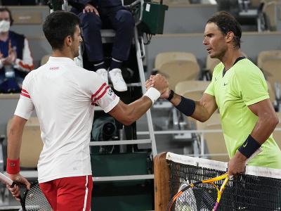 Rafael Nadal gratuluje Djokovičovi