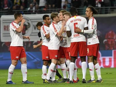 Hráči Lipska oslavujú gól