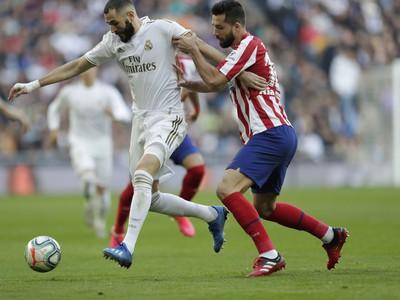 Karim Benzema a Felipe v boji o loptu