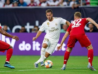 Eden Hazard s loptou