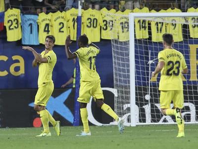Hráči Villarealu oslavujú gól