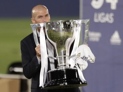 Zinedine Zidane s trofejou