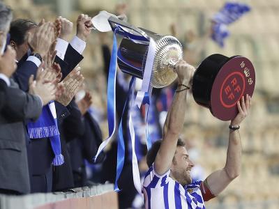 Martin Zubimendi s trofejou
