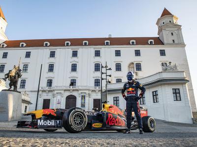 Monopost F1 tímu Red Bull Racing na Bratislavskom hrade