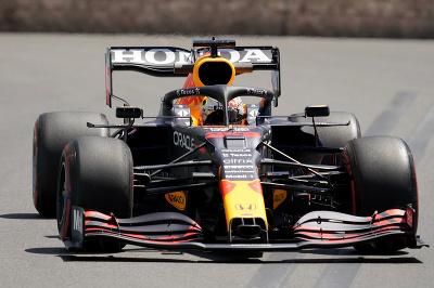 Max Verstappen počas piatkového