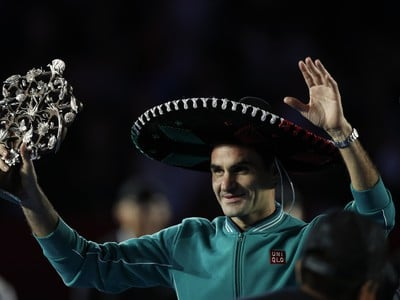 Zápas Federera so Zverevom prilákal 42.517 divákov