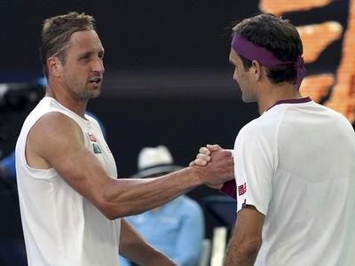 Sandgren gratuluje Federerovi