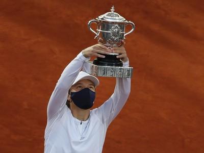 Iga Swiateková víťazkou ženskej dvojhry na French Open