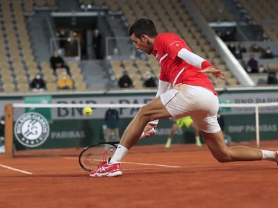 Novak Djokovič počas zápasu na Roland Garros